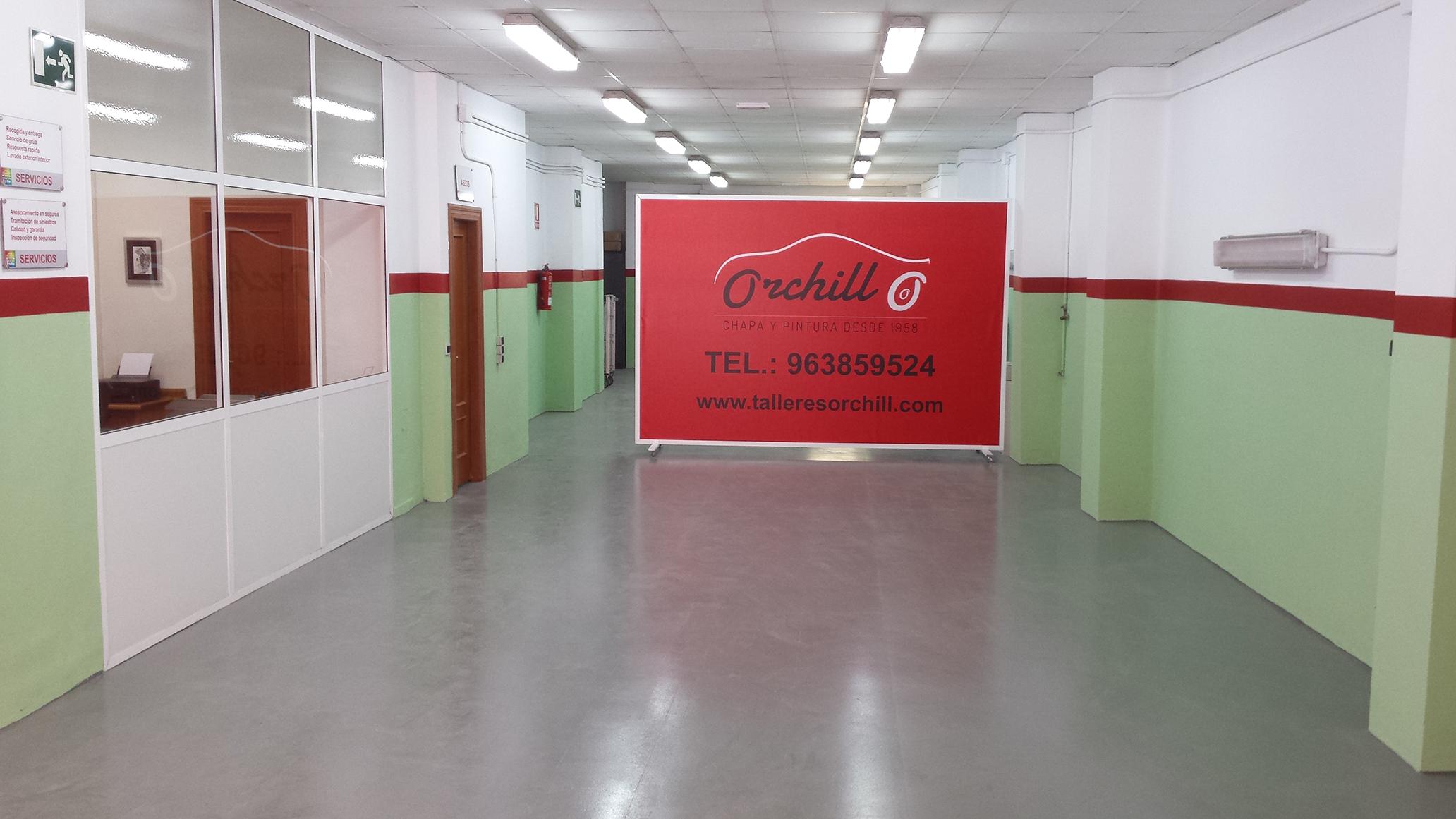 Zona de recepción, con sala de espera y wifi, para atender a nuestros clientes.