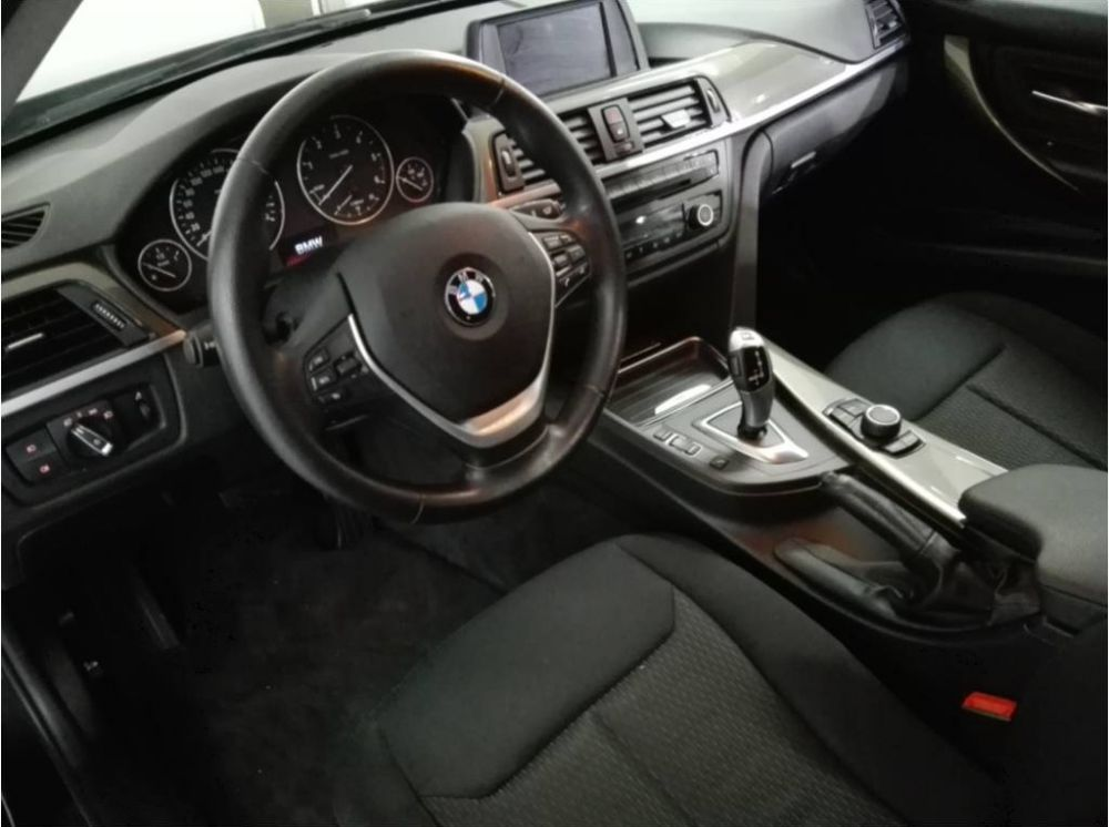 BMW 318dA Touring Essential Edition Segunda Mano