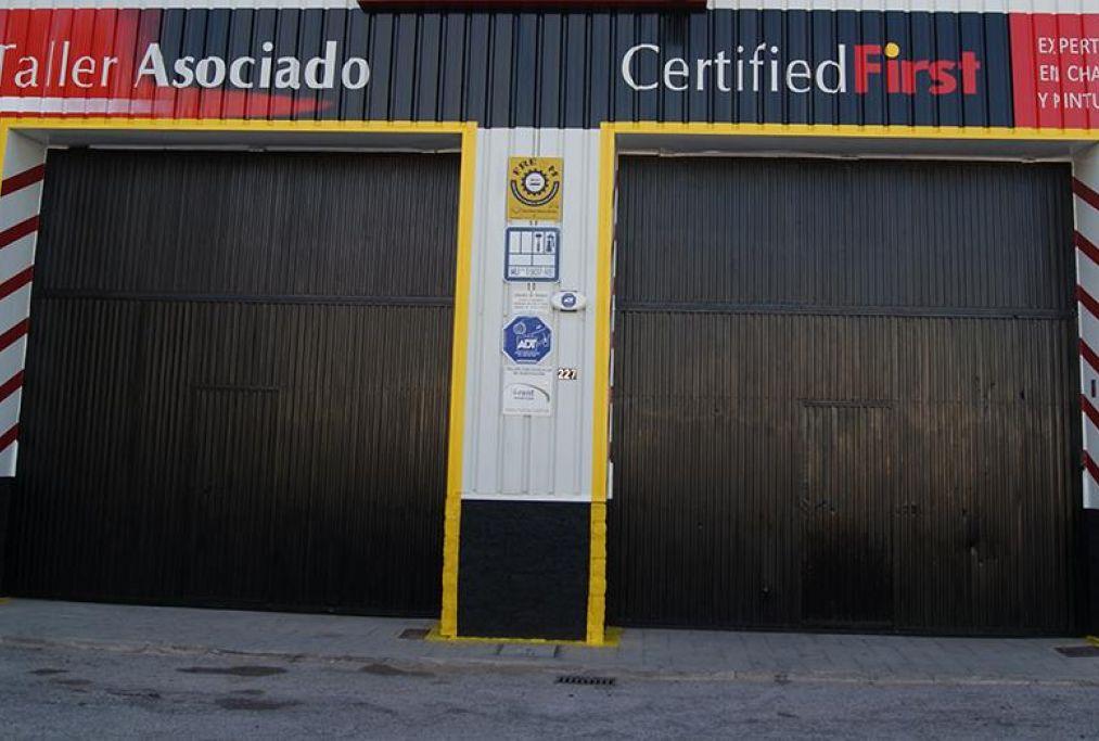 Taller adsociado Certifiedfirst ofrecemos garantia de por vida en la pintura de su coche