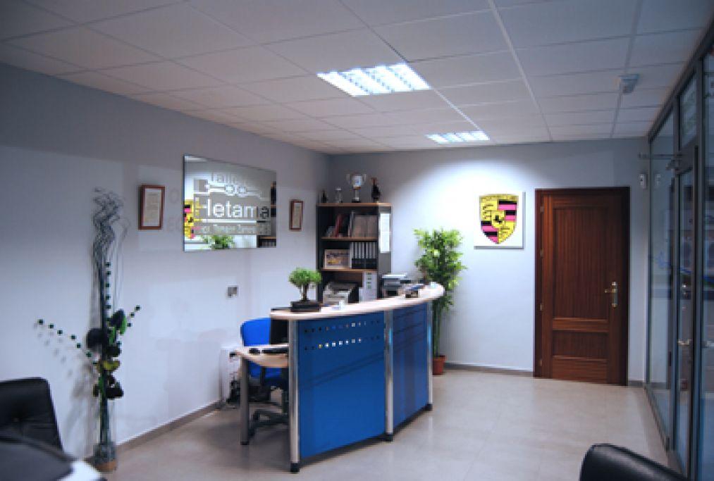 Recepcion modernas con sala de espera