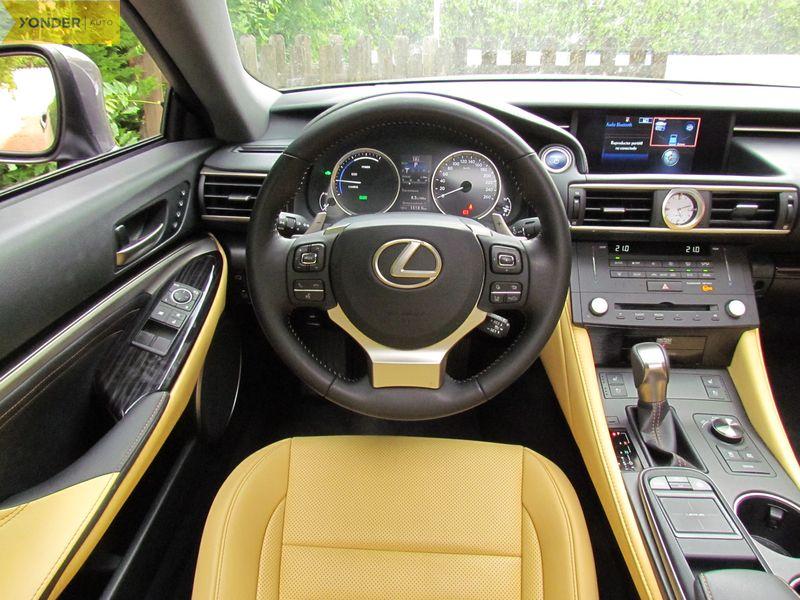 Puesto conducción Lexus RC 300h